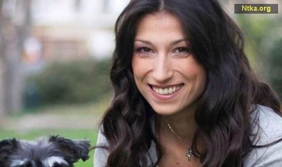 Ünlü şarkıcı, model ve radyo programcısı Nana Toposkou evinde ölü bulundu